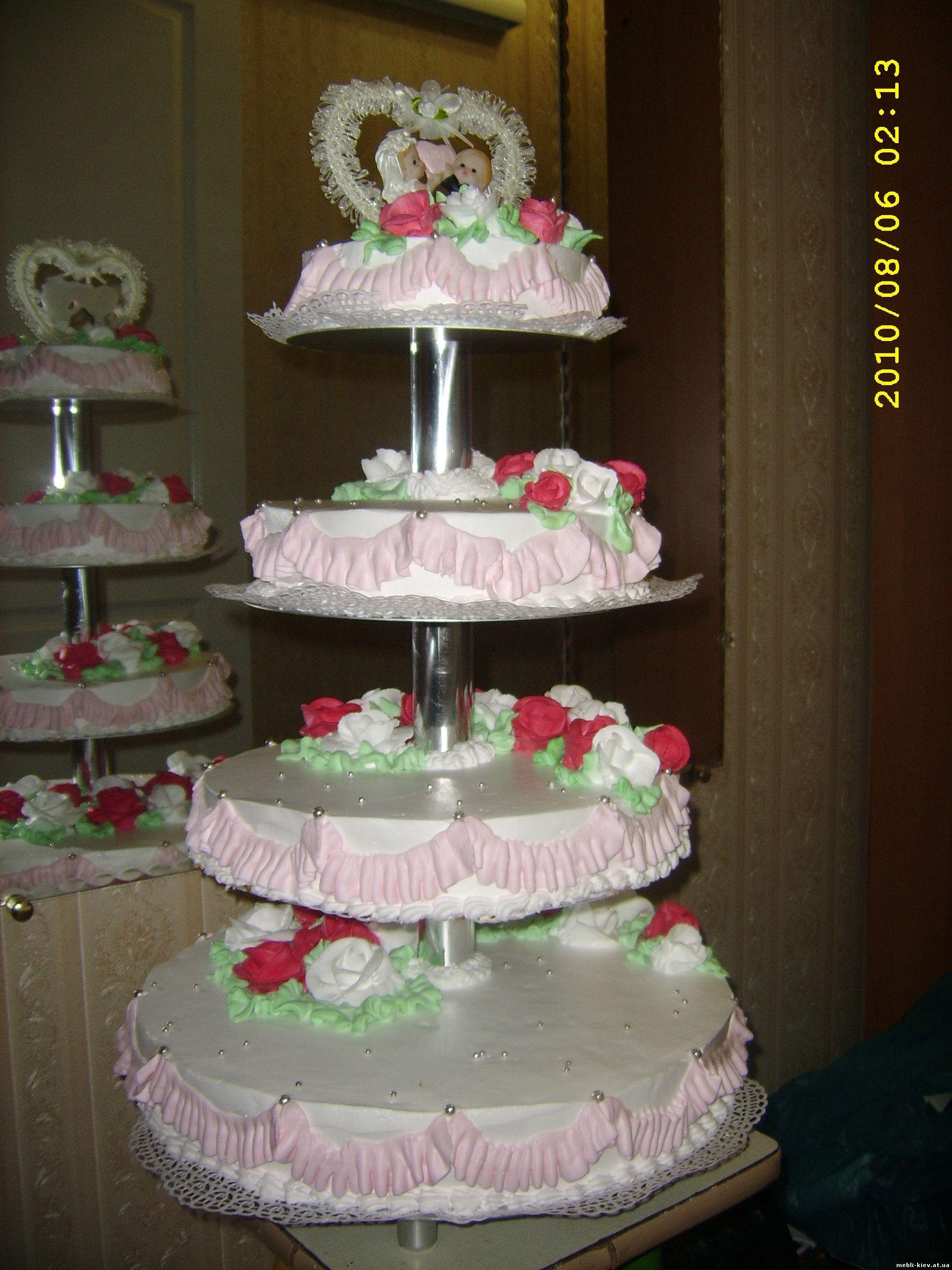 Фото торта на эстакаде три яруса